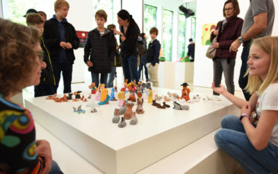 Vernissage WKKK, Blick auf Werke und Gäste