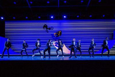 Tanzshow auf der Bühne der Eröffnungsfeier